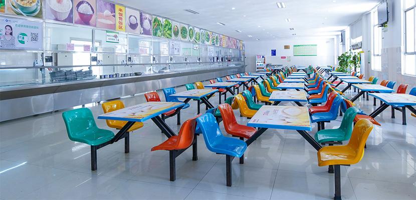 食堂承包托管可以有效的解决员工的餐饮问题